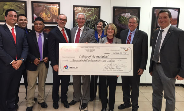 Mexican Consulate Gives to COM