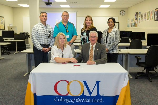 COM and Galveston ISD Sign Articulation Agreement